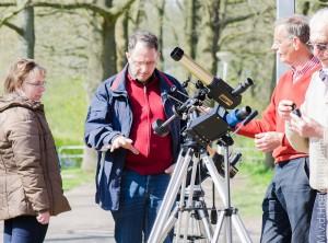 Telescopen op de zondag middag uitleg zonoppervlak